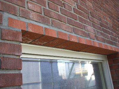 Ta upp fönster i tegelvägg